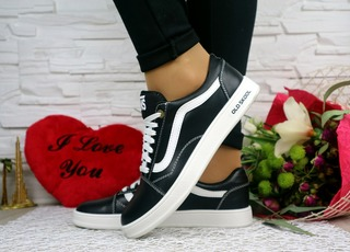 Жіночі кеди Vans Old Skool чорні 10803